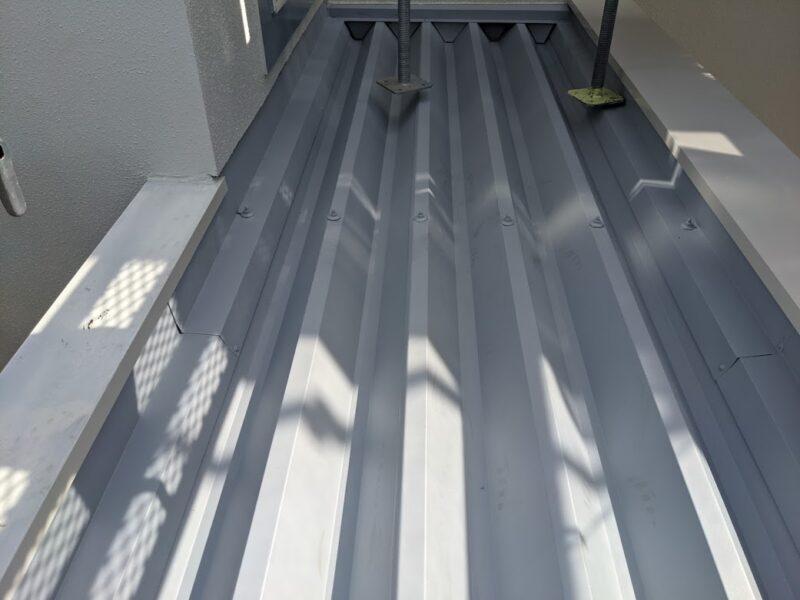 屋根プライマー塗り